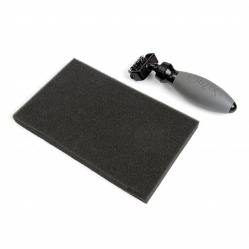 Sizzix Accessory - Die Brush & Foam Pad for Wafer-Thin Dies